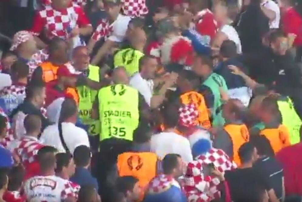 BANDA NE MIRUJE: Dok čekamo kaznu UEFA-e, divljaci prijete novim prekidom protiv Španjolske 3