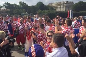 Ilustracija - veselje pravih navijača u Parizu
