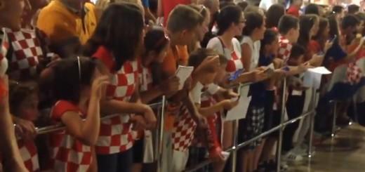 VIDEO: NAVIJAČKA RADOST - Šampioni, šampioni, ne damo Čačića - klicalo se na dočeku Vatrenih