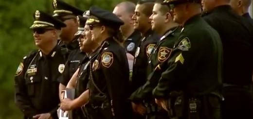 VIDEO: URNEBES - Naoružana policija upala na maturu - najprije strah, a potom veselje