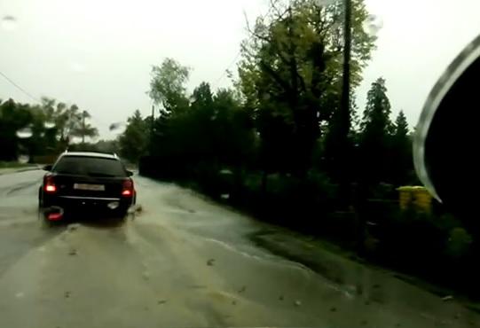 NEVRIJEME U ZAGREBU: Olujna kiša i tuča - vatrogasci spašavali ljude iz automobila
