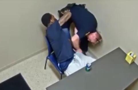 VIDEO: NAPAD NA POLICAJCA - Pogledajte kako se ubojica pokušao domoći pištolja