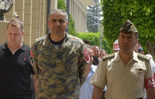 VIDEO: MASOVNA UHIĆENJA - U lisicama general Bekir Ercan Van i još 6.000 ljudi diljem Turske 3