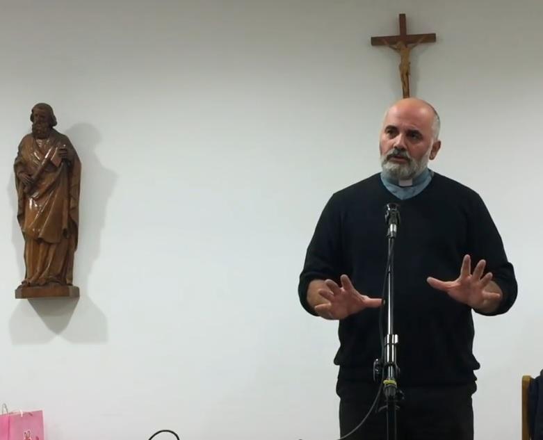 IDEJA PUNA GLAVA: Pater Ivan Ike Mandurić lustrirao bi sve koji neće crkvu u parku na Savici