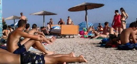 VEDRE VIJESTI: Na krcatoj plaži osvanuo pravi krevet - nitko ne zna zašto 1
