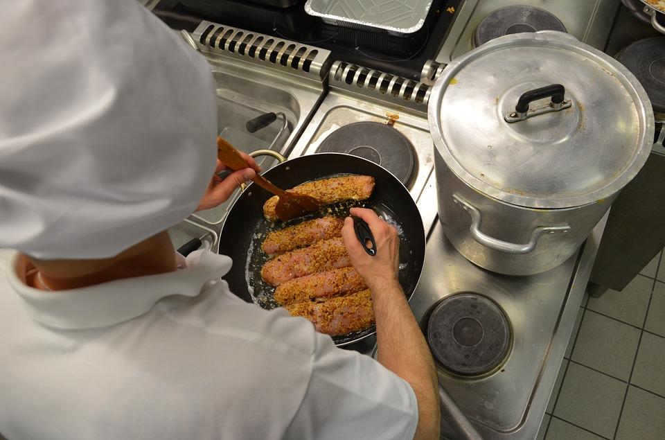S TURIZMOM POD RUKU: Što očekuju kuhari, konobari, čistačice - a koliko su zapravo plaćeni