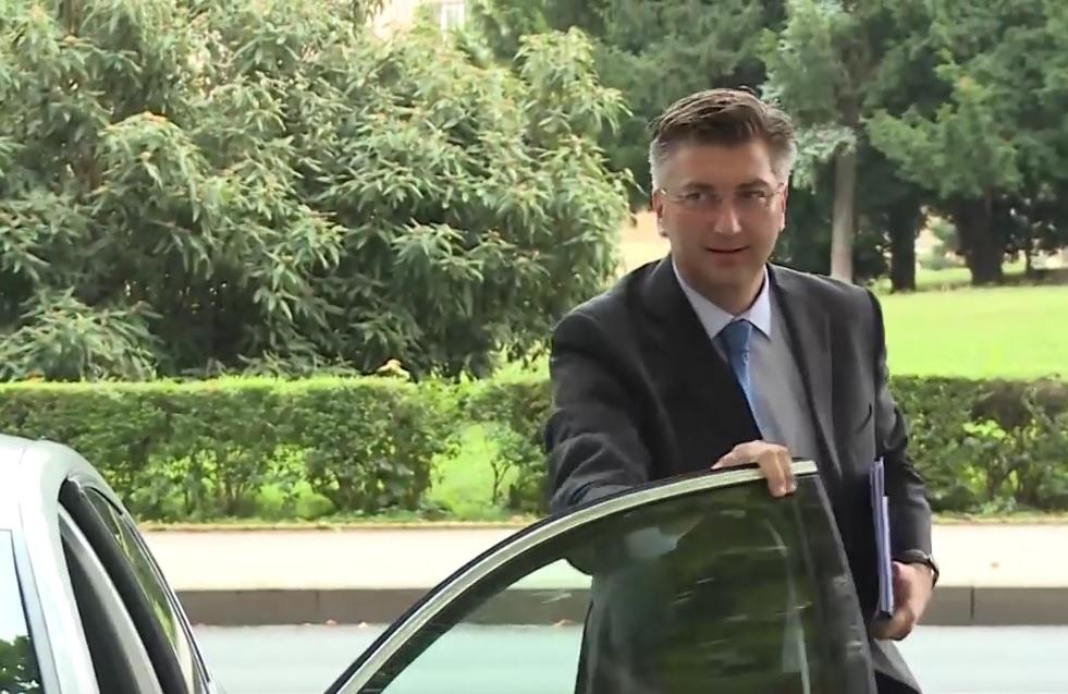 ANDREJ PLENKOVIĆ: HDZ-ova vlada neće dopustiti da Srbija ima zakon kojim mogu goniti hrvatske državljane