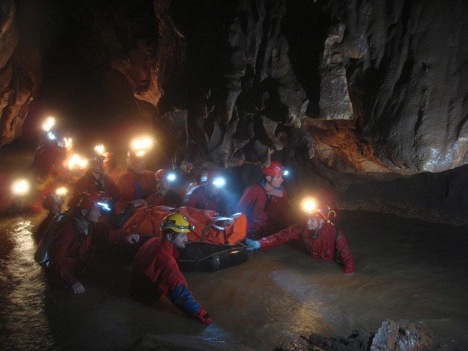HGSS U AKCIJI SPAŠAVANJA: Stijena je na dubini od 140 metara prikliještila speleologa