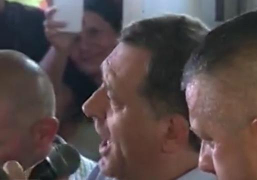 VIDEO: PJEVA NARODNJAKE - Nije prvi put da se Milorad Dodik hvata za mikrofon