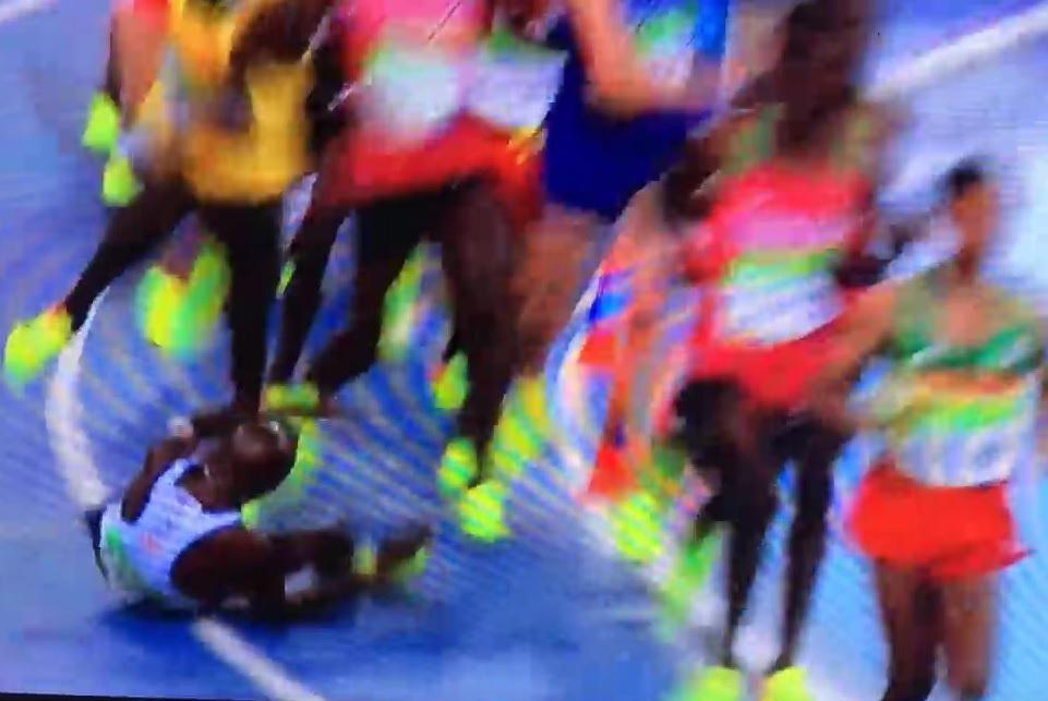 VIDEO: JUNAK NAD JUNACIMA - On može u utrci na 10.000 metara i pasti i svejedno pobijediti