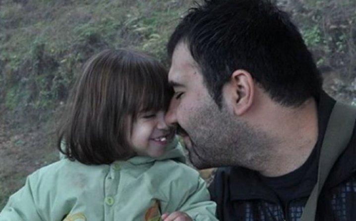 POGLEDAJTE DOBRO: Zbog ove nježne fotografije ovaj će otac biti pogubljen vješanjem