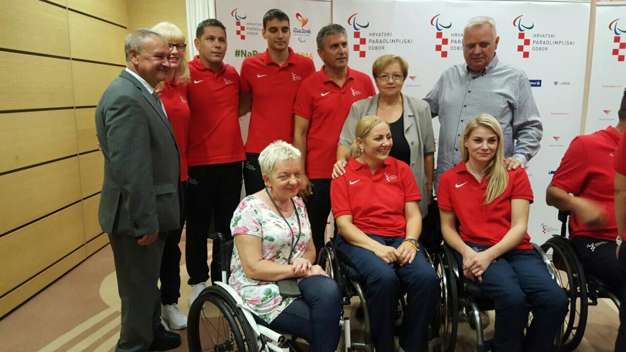 U ZNAKU SREĆE: Paraolimpijci krenuli u Rio - ispratila ih i prava Fortuna 1