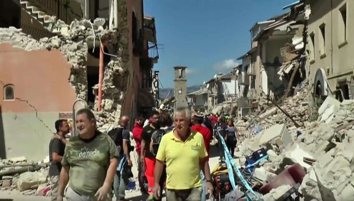 VIDEO: NAKON KATASTROFE - Spasioci vode utrku s vremenom - broj žrtava u Italiji popeo se na 278 1