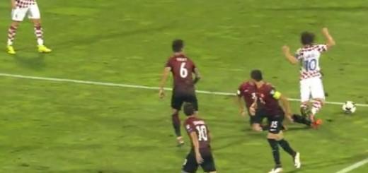 Trenutak u kojem je srušen Modrić, a Rakitić je kazneni udarac pretvorio u vodstvo.
