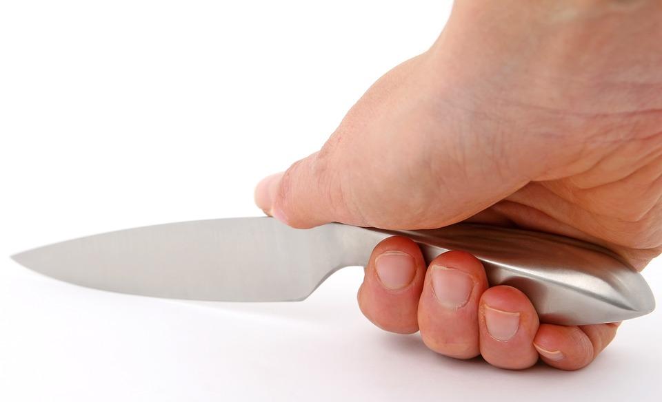 NAPALA GA NOŽEM: Žena (34) pokušala ubiti muškarca (45) - teško ga ozlijedila