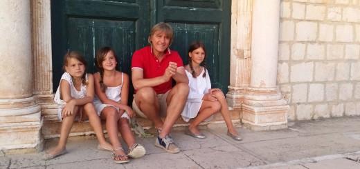 Djevojčice u spotu: Iva Marinović, Petra Nogalo i Gabrijela Nogalo s Juricom Popovićem (Foto: Matija Vuica)