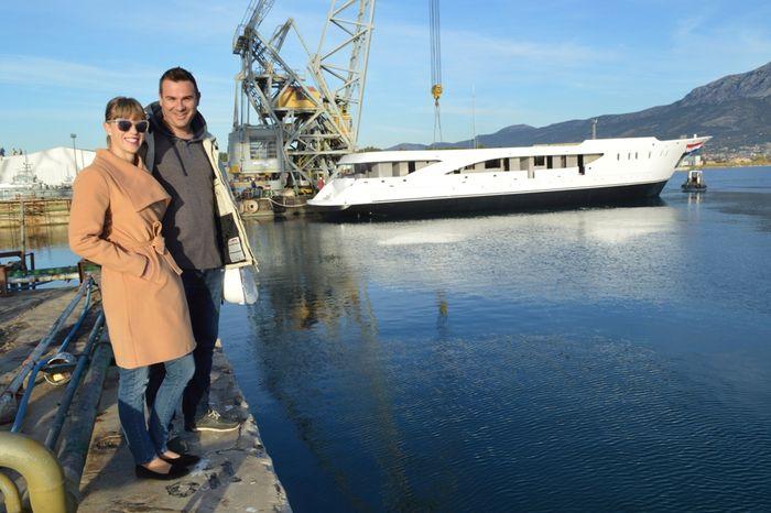 Tatjana i Andrija Marasović uz svoj novi brod