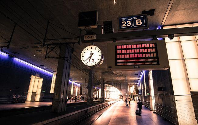 željeznička postaja, odlazak