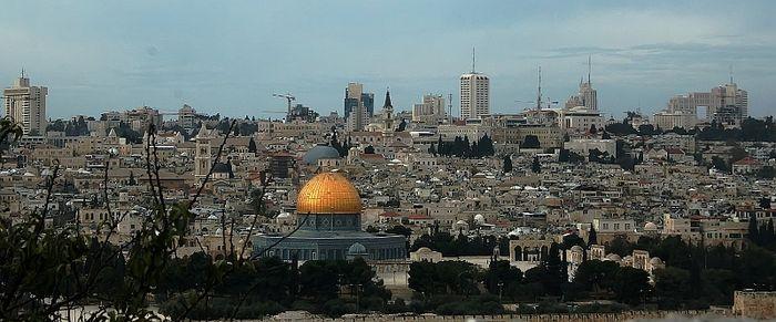 Jerusalem mit dem Felsendom;Panoramabild; Omar-Moschee und die Stadtdmauer