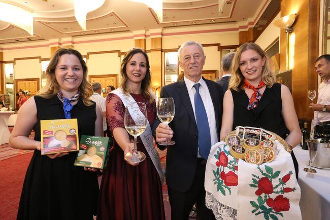 Župan Stjepan Kožić s vinskom kraljicom