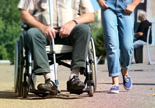invalidi, njegovatelji