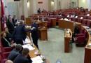 VIDEO: INCIDENT U SABORU – Krstičević izgubio živce i bacao avione koje je dobio na poklon