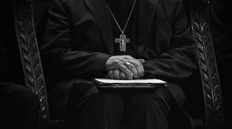 crkva, svećenik