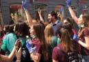VIDEO: MATURANTICE ZAROBILE PERNARA – Zastupnik Živog zida doživio ovacije mladih!