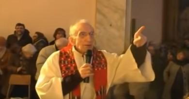 VIDEO: I TO JE MOGUĆE – Katolički svećenik tijekom mise zapjevao partizansku pjesmu
