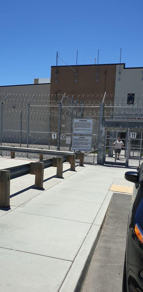 Otay Mesa Detention Center ulaz u zgradu