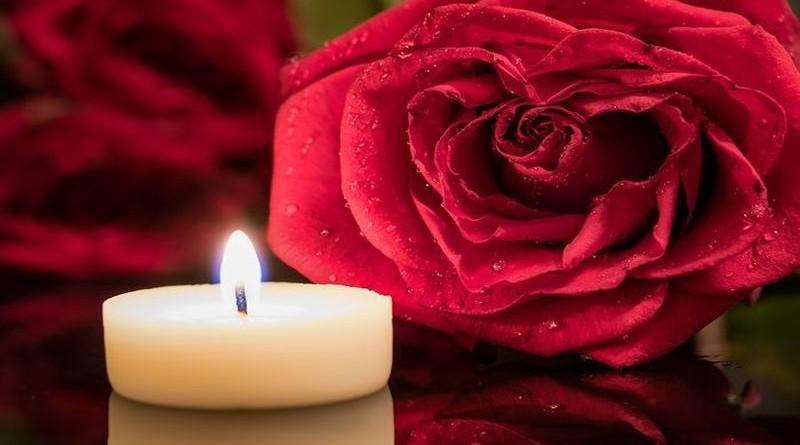 crvena-ruža-svijeća