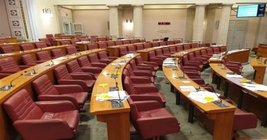 POLITIKA: Milivoj Pašiček – Zbog partijskih ulizica vladajućih ukinimo Aktualno prijepodne u Saboru