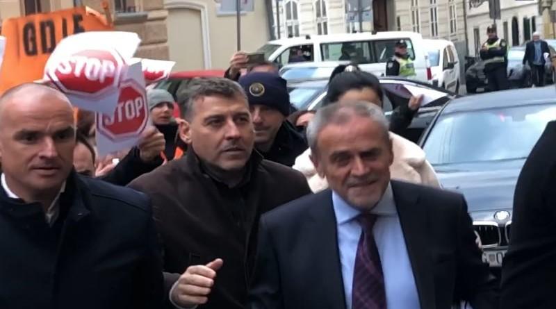 Zbog prosvjednika gradonačelnik Milan Bandić imao je i zaštitu (Foto: Facebook)