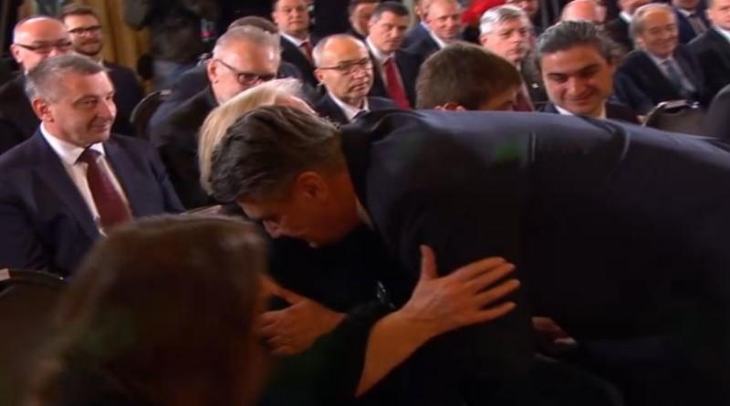 Trenutak velikih emocija: Zoran Milanović zagrlio je svoju majku