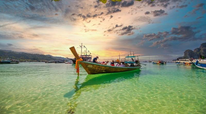 Bangkok Grupa na putu -na otoku Phi Phi