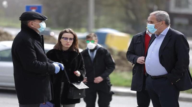 Pročelnik Lovrić i gradonačelnik Bandić na terenu (Foto: Facebook)