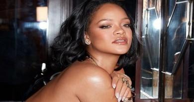 FOTO: GOLIŠAVA – Rihanna ne pjeva, ali izaziva seksi fotografijama